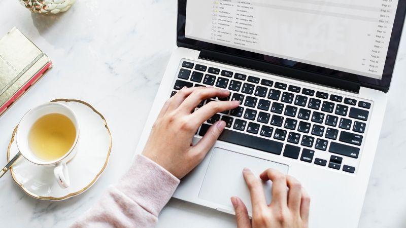 Consigue ingresos extra leyendo e-mails desde casa